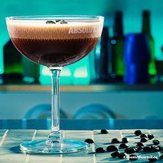 Finaliza tu semana con un delicioso cóctel a tu medida. #Absolut #AbsolutPuertoRico #ExpressoMartini #VodkaLover #Coffee #AbsolutCocktail #Drinks #PR