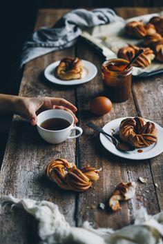 50 Ideas Breakfast Coffee Photography Food Styling For 2019 Breakfast Photography, Dark Food Photography, Coffee Photography, Photography Gear, Brunch Recipes, Breakfast Recipes, Breakfast Ideas, Café Chocolate, Cookies Et Biscuits