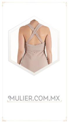 Vestido largo, color rosa con escote en la espalda.  De $1,549 a $1,349
