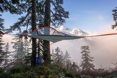 Camping Hängematte hängend über die steile Gelände