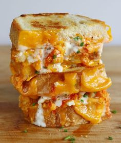 Best ever buffalo fried chicken grilled cheese smothered in ranch and buffalo sauce! Buffalo Chicken Grilled Cheese - If you love speecy spicy crispy creamy things, then this sandwich has your name written all over it! Buffalo Chicken Grilled Cheese, Grilled Chicken, Buffalo Chicken Wraps, Buffalo Chicken Recipes, Breaded Chicken, Chicken Meals, I Love Food, Good Food, Yummy Food