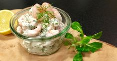 Lækker rejesalat på 5 minutter – nemt til madpakken eller picnic Shellfish Recipes, Danishes, Shrimp Salad, Fish And Seafood, Salmon Recipes, Bon Appetit, Potato Salad, Tapas, Breakfast Recipes