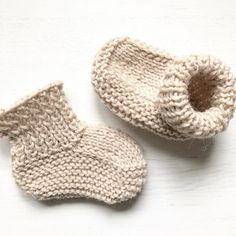 Quick and Easy Knitted Baby Booties Quick&Easy Baby Boots Free Knitting Pattern Quick and Easy Knitt Knitted Baby Boots, Knit Baby Shoes, Knit Baby Booties, Booties Crochet, Knit Baby Sweaters, Baby Booties Knitting Pattern, Knitting Patterns Free, Knitting Baby Girl, Knitting Ideas