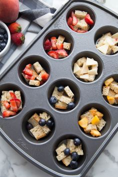 French toast is a favorite breakfast treat for many people, but it's not usually a very healthy option. These mini French toast casserole cups are 21 Day Fix approved and only 1 WW Freestyle point per cup! 21 Day Fix Breakfast, Breakfast For A Crowd, Mexican Breakfast Recipes, Healthy Breakfast Options, Breakfast Bowls, Brunch Recipes, Breakfast Pizza, Breakfast Ideas, Breakfast Crockpot