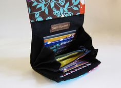 Super Roomy Accordion Wallet - Echino. 2 zip pockets : 6 card slots and more!