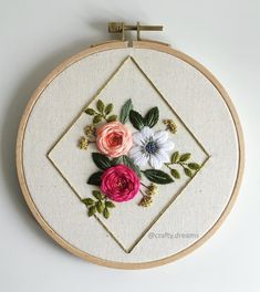 hand embroidery stitches for crazy quilts Hand Embroidery Videos, Creative Embroidery, Simple Embroidery, Hand Embroidery Stitches, Crewel Embroidery, Embroidery Hoop Art, Cross Stitch Embroidery, Hand Embroidery Flowers, Modern Embroidery