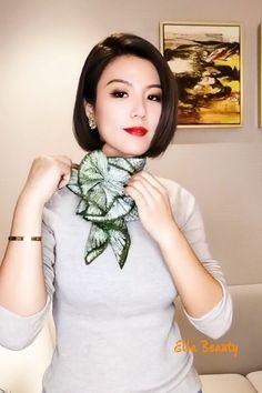 Ways To Tie Scarves, Ways To Wear A Scarf, How To Wear Scarves, Scarf Wearing Styles, Scarf Styles, Scarf Knots, Diy Scarf, Satin Hair Wrap, Diy Fashion Hacks