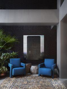 Interior design by Ilse Crawford: Gerrit Rietveld´s Utrecht armchairs, 1935. Produfed by Cassina. / Studio Ilse
