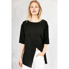Silence + Noise Silence + Noise Crepe Kimono Tee ($35) ❤ liked on Polyvore featuring tops, t-shirts, black, short sleeve t shirts, black top, black tee, black short sleeve t shirt and crew neck t shirt