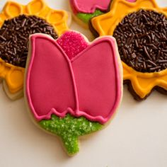 Step-by-step tutorial for making easy sunflower and tulip flower sugar cookies with royal icing.