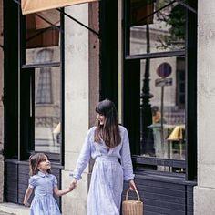 Polo Ralph Lauren ouvre son pop-up store ! Fulton Sheen, Mini Me, Minimal Classic Style, New Fashion, Kids Fashion, Capsule Wardrobe Mom, Mother Daughter Outfits, Mom Daughter, Moda Chic