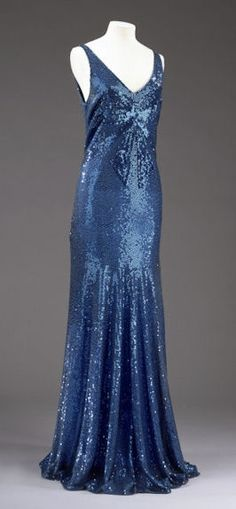 Evening dress - Chanel Clothes - Trending Chanel Clothes - Chanel Sequin Dress 1932 by House of Chanel Design by Gabrielle 'Coco' Chanel Machine- and hand-sewn blue tulle and sequins Vestidos Vintage, Vintage Gowns, Mode Vintage, Vintage Outfits, Vintage Clothing, Dress Vintage, 1930s Fashion, Moda Fashion, Art Deco Fashion