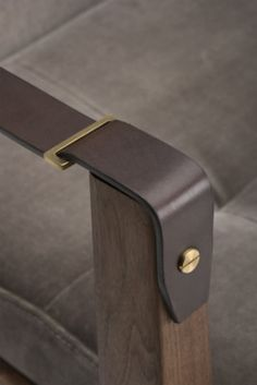 781s-capo-lounge-armchair-by-nerihu-in-walnut-and-harald2-242-detail-8