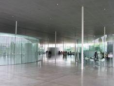 ルーブル美術館 ランス 細い柱が大きな屋根を支えている ここはエントランスホール 円形のガラス壁の中はサロンやライブラリーが入っている #タテモノラブ #けんちく #たてもの #写真撮っている人と繫がりたい #写真好きな人と繋がりたい #カメラ好きな人と繋がりたい #ファインダー越しの私の世界 #photoftheday #architecture #instapic #paris #france #パリ #フランス