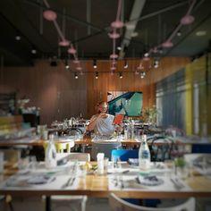 Wanneer je date liever foto's maakt dan dat ze aan tafel komt zitten.  . We mochten gisteren een drankje in doen met @sabrinaghayour om te proosten op haar nieuwe boek. Nogmaals Congrats! #SabrinaGhayour #thepool #meetmeatthepool #goodcooknl  #CityguysNL #Restaurant #Amsterdam