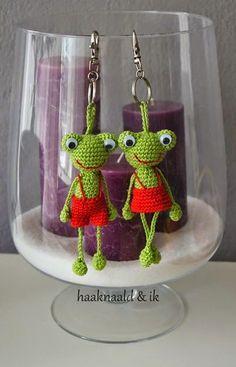 Cute Crochet, Knit Crochet, Crochet Key Cover, Crochet Keychain Pattern, Sofia Party, Cute Frogs, Chrochet, Crochet Accessories, Crochet Animals