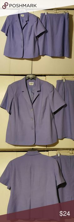 "Skirt Suit Joan Leslie Woman Skirt Suit Size 22W Made in Guatamala Beautiful Lilac color Jacket: Fully lined                Chest 26''                Sleeve 11""                Length 28'' Skirt: Fully lined            Waist 19'' across and has some elastic             Length 27"" 50% Polyester 50% Rayon This IS MACHINE WASHABLE Tumble Dry Low Excellent condition Joan Leslie Woman Skirts"