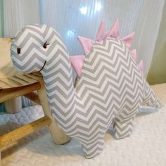 Baby Pillows, Diy And Crafts, Dinosaur Stuffed Animal, Sewing Projects, Creations, Cushions, Kids, Animals, Toy
