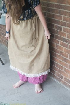 Do you need to make a pioneer costume for school, a pioneer trek, or something else? Make it complete with this easy pioneer apron tutorial - very easy project! #ClarksCondensed