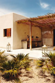 Chic summer retreat on the Formentera countryside Whilst ancient around thought, a pergola may be Ibiza, Adobe Haus, Turbulence Deco, Desert Homes, Mediterranean Homes, Tuscan Homes, Mediterranean Architecture, Interior And Exterior, Exterior Homes