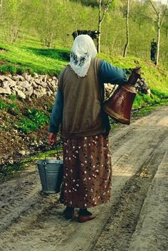 That may be a milk bucket, but that ain't no cowbell! What the heck? Supreme Leader Of Iran, Iran Girls, Turkey Culture, Rainbow Island, Iran Tourism, Iran Pictures, The Shah Of Iran, Iranian Women Fashion, Flag Art