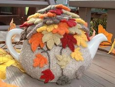 felted tea pot cover (foreign website)