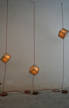 THE CUBELAMP is made from wast pieces of canvas, velcro, wood and joint through electricity cable. Recycled Products, Illumination Art, Creative Inspiration, Recycling, Cable, Ceiling Lights, Lighting, Canvas, Wood