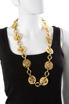 CHANEL haute couture Pritemps-Ete 1986 Ceinture en métal doré figurant des  médaillons gravés à 8eb1bf6790e