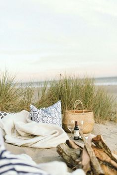 love the fire on the beach at the picnic. Margaret Elizabeth Hosts a Picture Perfect Beach Picnic