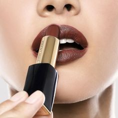 The shade to live: Pure Color Envy Matte Lipstick in Desirous.