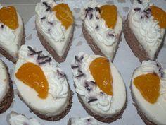 nejprve si připravíme piškotový plát: vyšleháme bílky s cukrem do tuha (že je sníh vyšlehaný poznáme podle toho, že se nám po zvednutí šlehacích... Sushi, Cheesecake, Eggs, Pudding, Breakfast, Ethnic Recipes, Desserts, Food, Advent