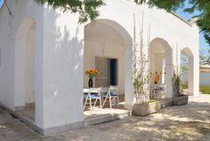 Villa Lella con giardino a 40 metri dalla spiaggia di Punta Prosciutto.