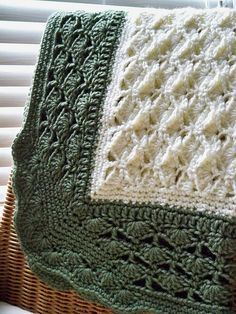 crochet baby blanket - shell pattern