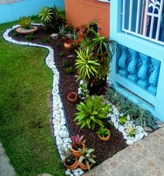 Great Idea 8 Best Small Garden Design Ideas That Are Much Wanted The garden has become one of the complements around your home. This is because the park provides a soothing effect on your home. In the past, the park. Front Yard Garden Design, Front Garden Landscape, Rock Garden Design, Garden Yard Ideas, Small Garden Design, Landscape Design, Tropical Landscaping, Landscaping With Rocks, Front Yard Landscaping