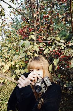Blackpink Lisa with Contax camera