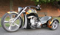 ~Totally in awe of this!~  Trike ON!   (Pic courtesy of Biker pro's)