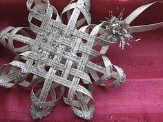 DIY> Make a Woven Star from Vintage Book Pages, Tutorial Part Two