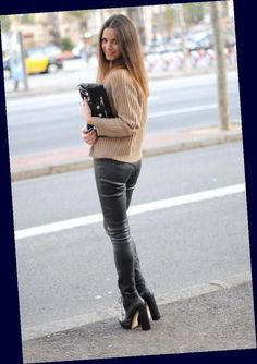 Leather Tights, Leather Trousers, Boots And Leggings, Shiny Leggings, Fall Fashion Outfits, Cool Outfits, Womens Fashion, Secretary Outfits, Street Looks
