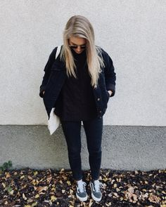 Autumnal Vibes  # You're It: Five of our favorite #VansGirls photos from IG last week.  Tag @vansgirls or #vansgirls on Instagram so we can post your photos here. And you never know, your photo may end up on vans.com!   Via @wieweitwieweit