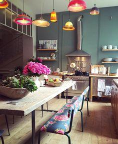 Pin Veredas Arquitetura---- www.veredas.arq.br---- Inspiração Cette cuisine qui prend vie chaque jour un peu plus !! #Design #Lichen @caravane_paris