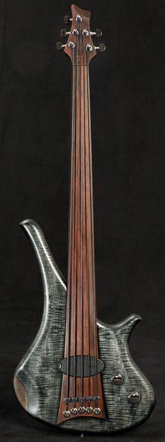 Marleaux Basses fretless 5 string