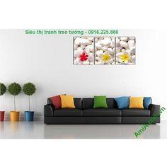 Tranh treo tường hoa sứ trang trí spa đẹp kết hợp giữa hoa sứ mềm mại và sỏi trắng tạo không gian spa sang trọng và thư thái.