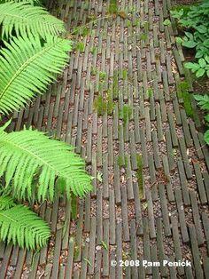 wood slat path  // Great Gardens & Ideas //