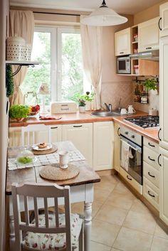 kleine küche einrichten-landhausstil-creme-farbe-kleiner-essbereich