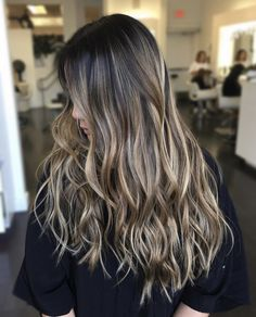 Hairstyles and Beauty: The Internet`s best hairstyles, fashion and makeup pics are here. Balayage Brunette, Hair Color Balayage, Brunette Hair, Hair Highlights, Ombre Hair, Hair Flip, Hair 2018, Dark Hair, Hair Looks