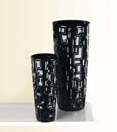 Il set caspò di due pezzi, modello Gaudì, è composto da un vaso e da un portaombrelli. Prodotto in ceramica e rifinito con smalto nero extra shine. Mugs, Tableware, Shopping, Houses, Dinnerware, Tumblers, Tablewares, Mug, Dishes