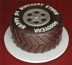 Tire cake with chocolate rather than gross black fondant- kit Kat's for treads? Tire Cake, Wheel Cake, Bolo Cake, Novelty Cakes, Occasion Cakes, Fancy Cakes, Cake Tutorial, Cake Creations, Creative Cakes