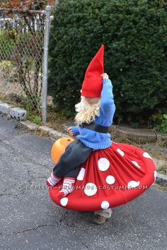 Gnome costume. Now that's a costume!