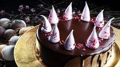 Den perfekt kaken til festlige anledninger. Moussen bør lages dagen i forveien.