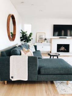 Neat And Cozy Living Room Ideas For Small Apartment 09 - Modern Comfortable Living Rooms, Small Living Rooms, Home Living Room, Living Room Designs, Living Room Decor, Modern Living, Apartment Living, Pantone, Lounge
